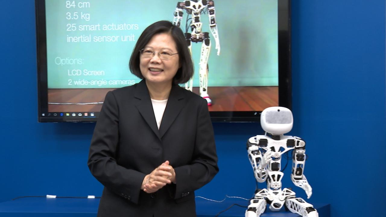 蔡英文視察5+2創新產業 大讚智慧機械成果
