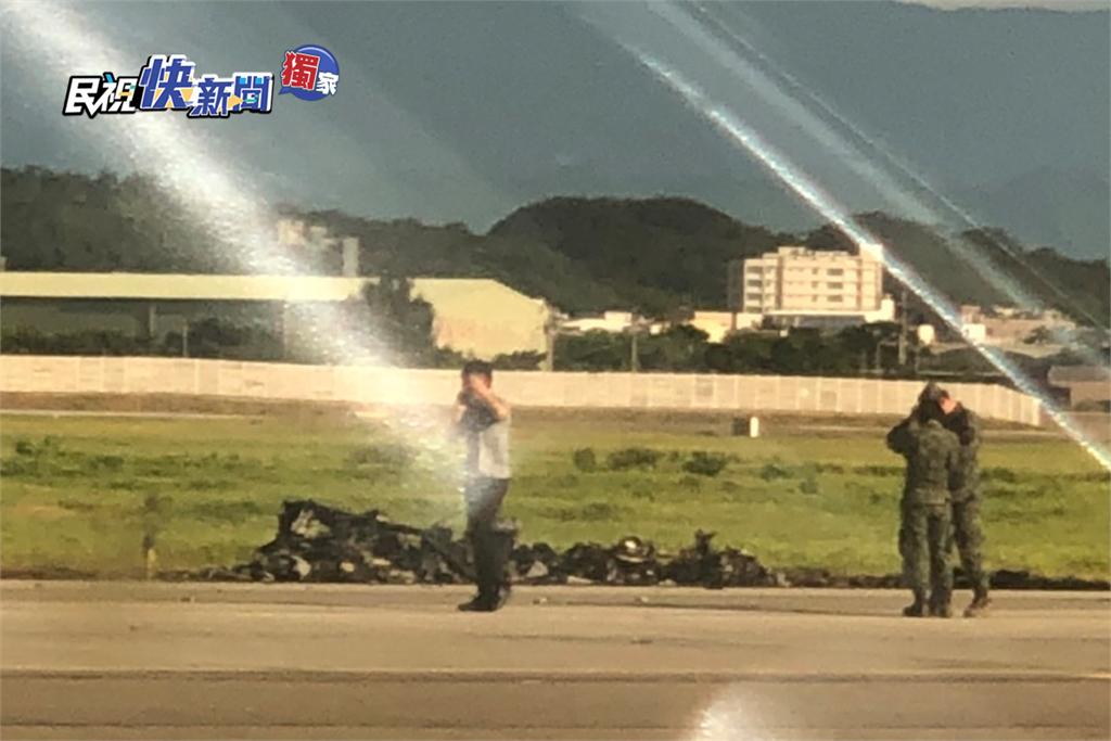快新聞/【獨】OH-58D戰搜直升機重落地起火2員殉職 疑「引擎轉速過慢」墜毀現場畫面曝