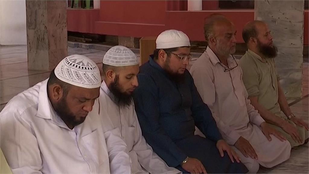 巴基斯坦疫情嚴峻禁宗教集會 仍有穆斯林天天上清真寺