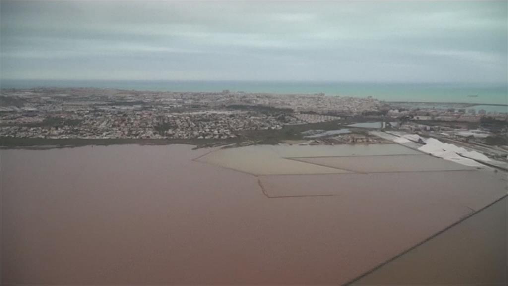 西班牙東南部變「水都」!政府動員上千軍人救災