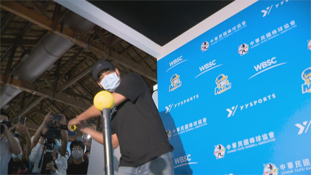 出國爭光的記憶都回來了!陳金鋒現身台灣運動博覽會 看到獎牌好感動
