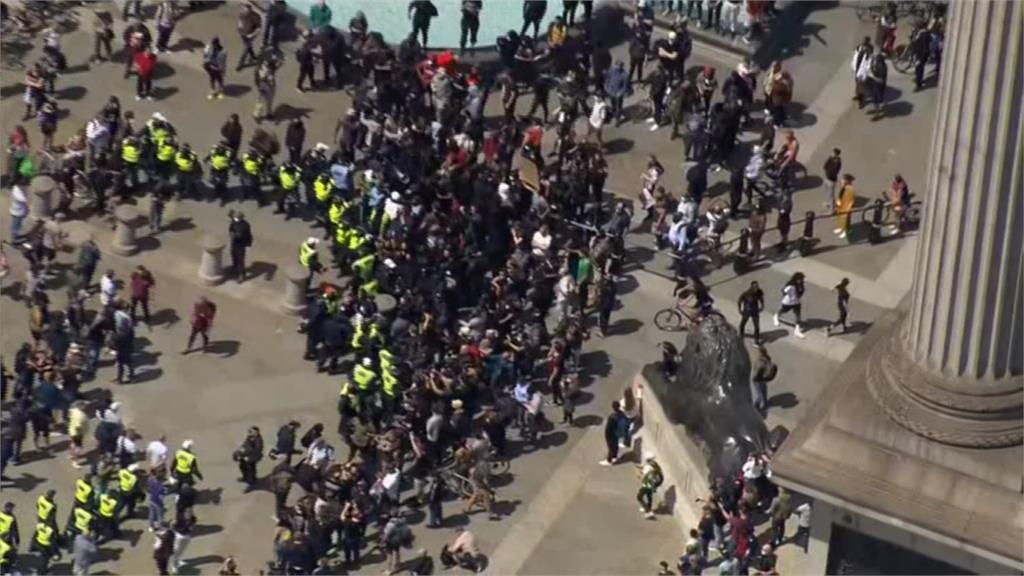 反種族歧視示威強碰右派組織 警阻兩陣營衝突