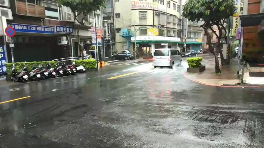 快訊/雨炸17縣市!雙北升級豪雨 5地區淹水警戒