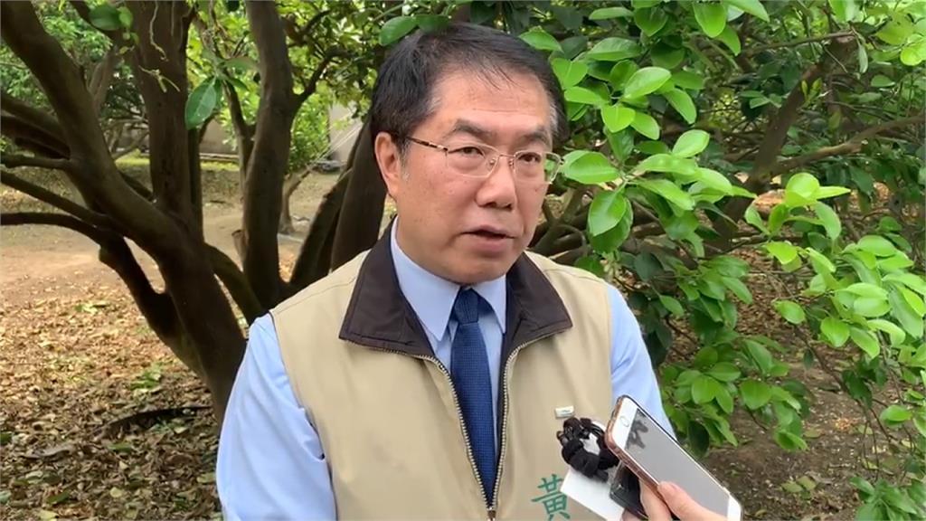 台南2公務員疫期出國 黃偉哲揚言扣考績引反彈