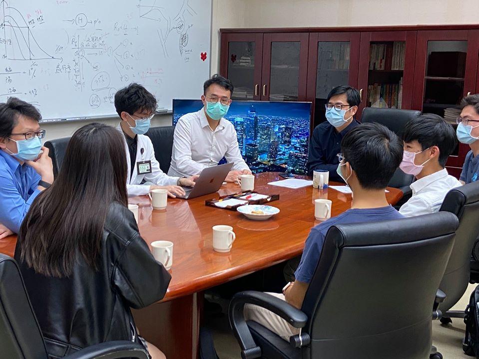 快新聞/台大生翻譯「台灣經驗」助全球抗疫  陳其邁大讚:深具台灣精神