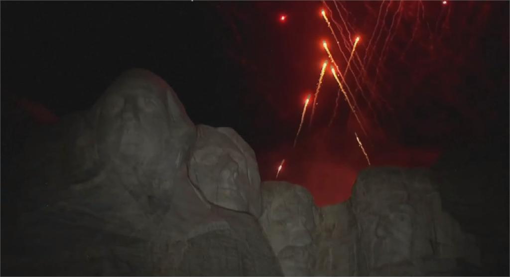 川普總統山演說迎國慶 批拆雕像毀美國歷史文化