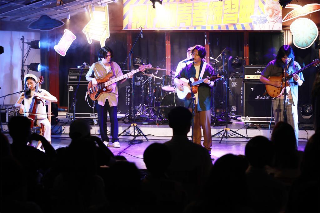 妥協中繼續堅持自己所愛!老王樂隊新單曲為年輕世代發聲