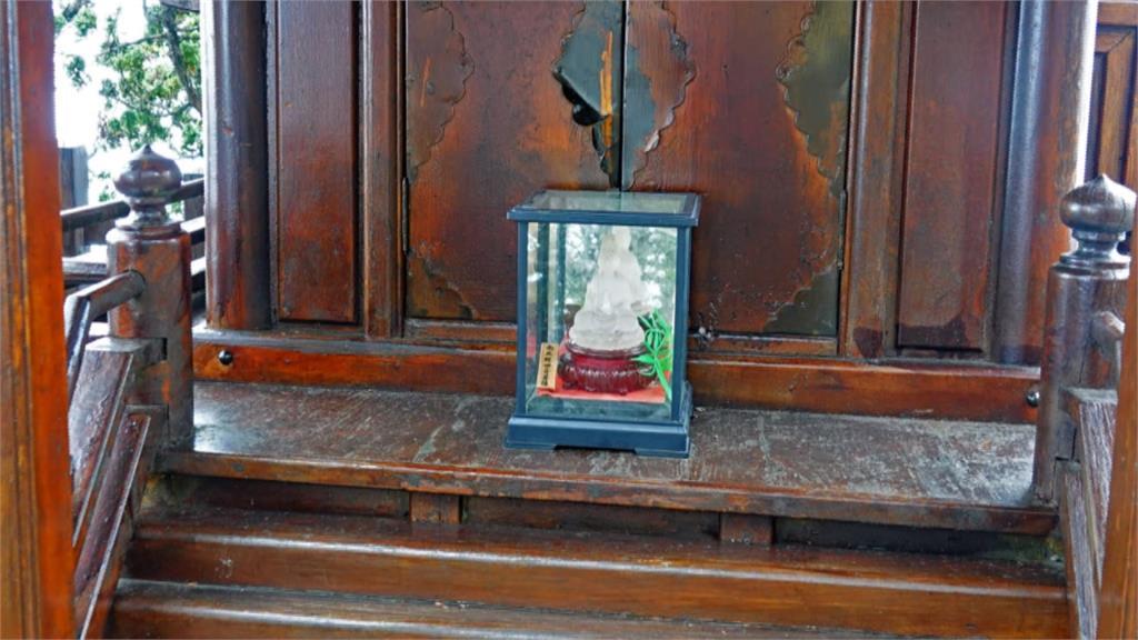玉山西峰山神廟觀音像「亂入」 視廢棄物清理