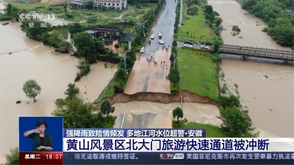 暴雨擋不住!中國安徽古橋遭沖斷