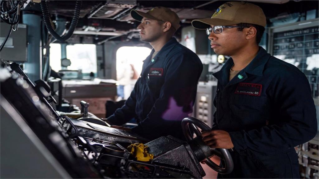 向中國秀軍力?美國驅逐艦航行台灣海峽、電子偵查機現蹤台海周邊