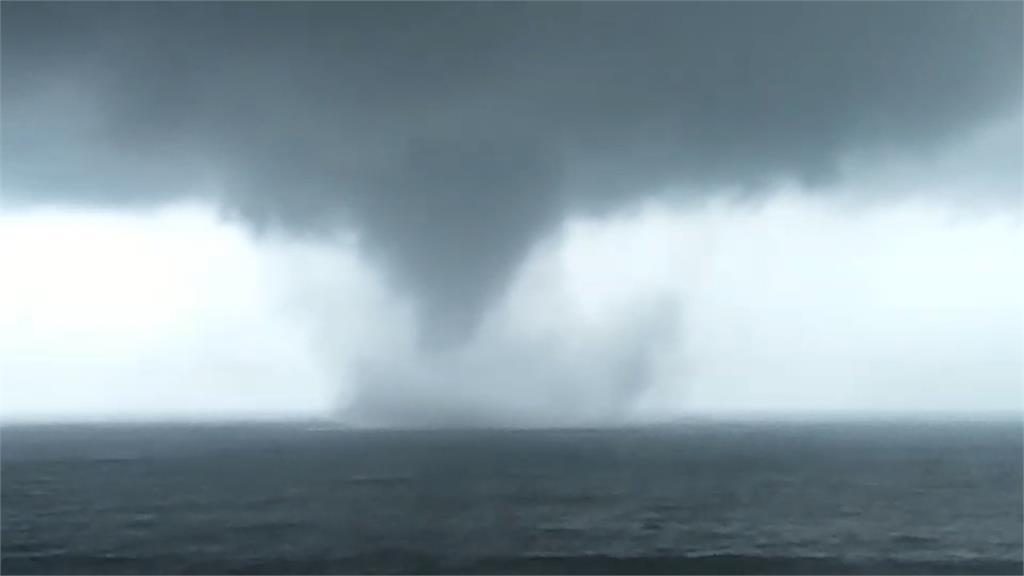 山竹外圍環流影響 太麻里海邊驚見水龍捲