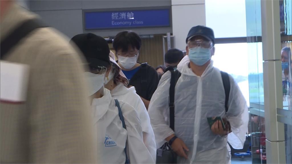 首批境外生搭機返台 8名港生將居家檢疫14天