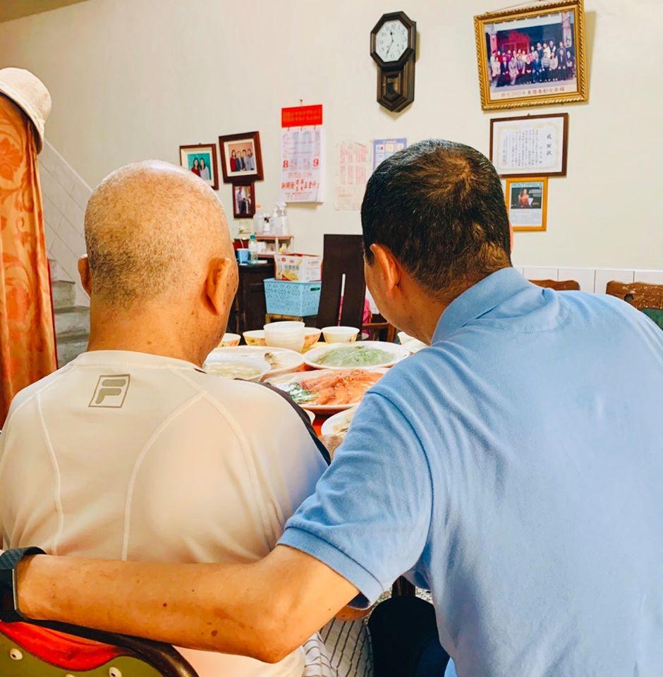 快新聞/晚了一天過父親節 侯友宜輔選完回老家陪92歲父吃午餐