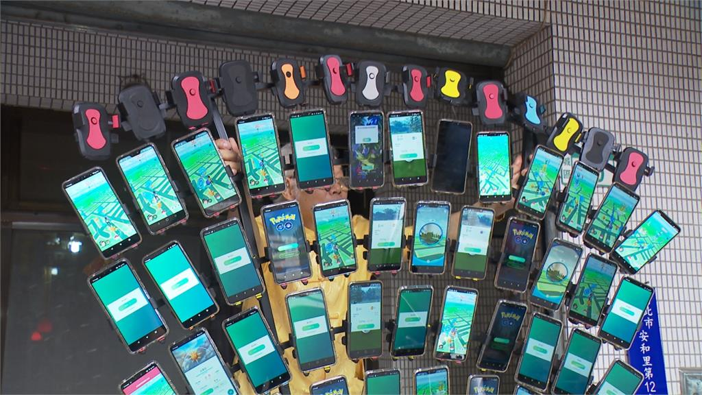 「寶可夢阿伯」再進化!58支手機「孔雀開屏」上街
