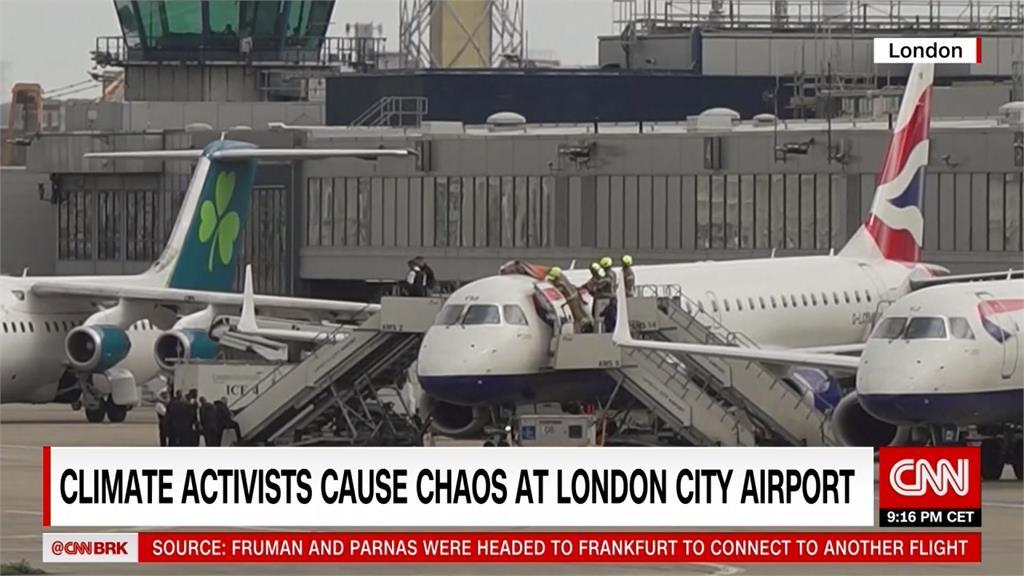 環團活動籲減碳 小船搬廣場、占機場抗議