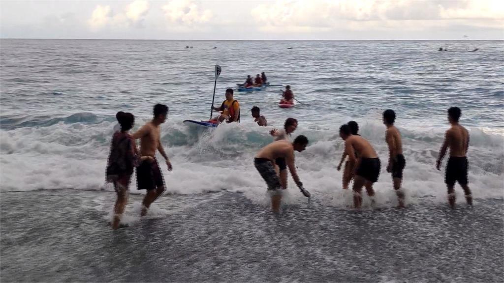 主打划船迎接日出 花蓮「海上獨木舟」連假報名爆滿