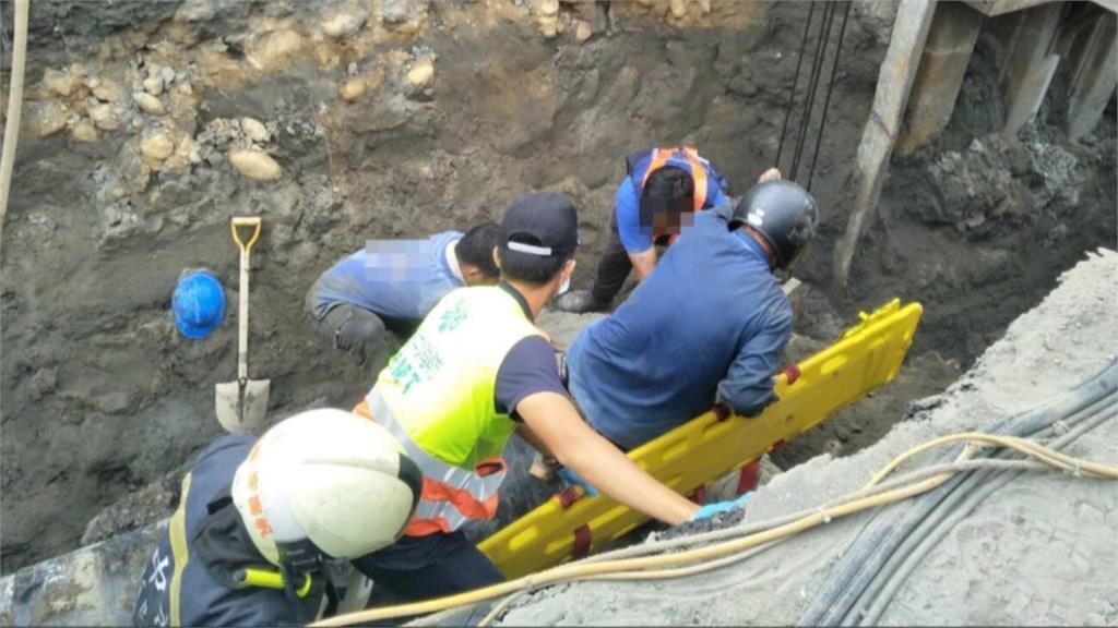 台中梧棲挖瓦斯管土石崩 2工人遭埋1死1傷