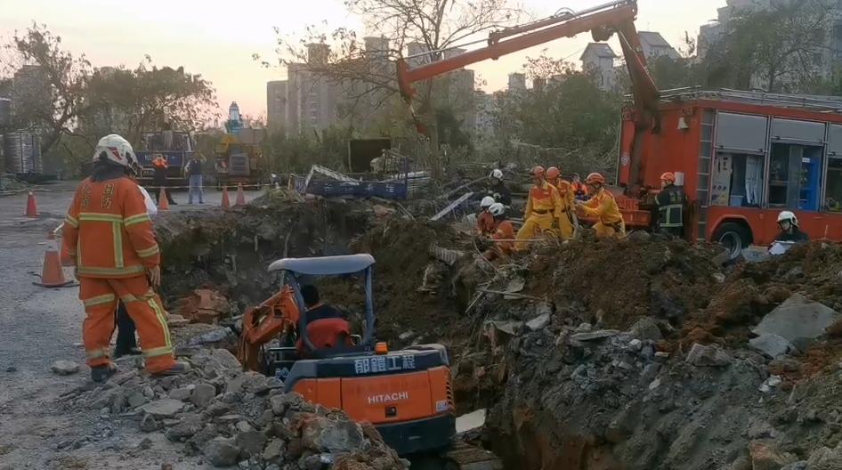 快新聞/桃園驚傳工安意外 2名工人遭活埋OHCA送醫
