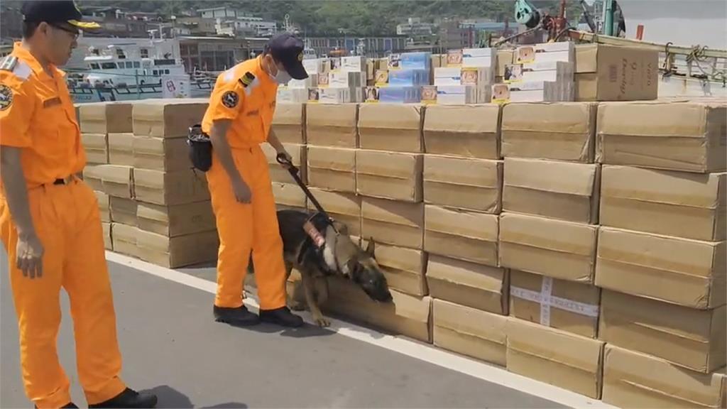 海巡偵搜犬首次上陣 破獲5百箱走私菸