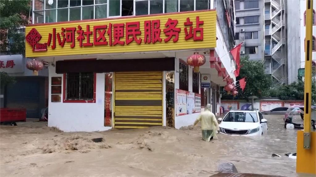 長江流域暴雨釀洪災 各地鬧水患橋斷屋毀