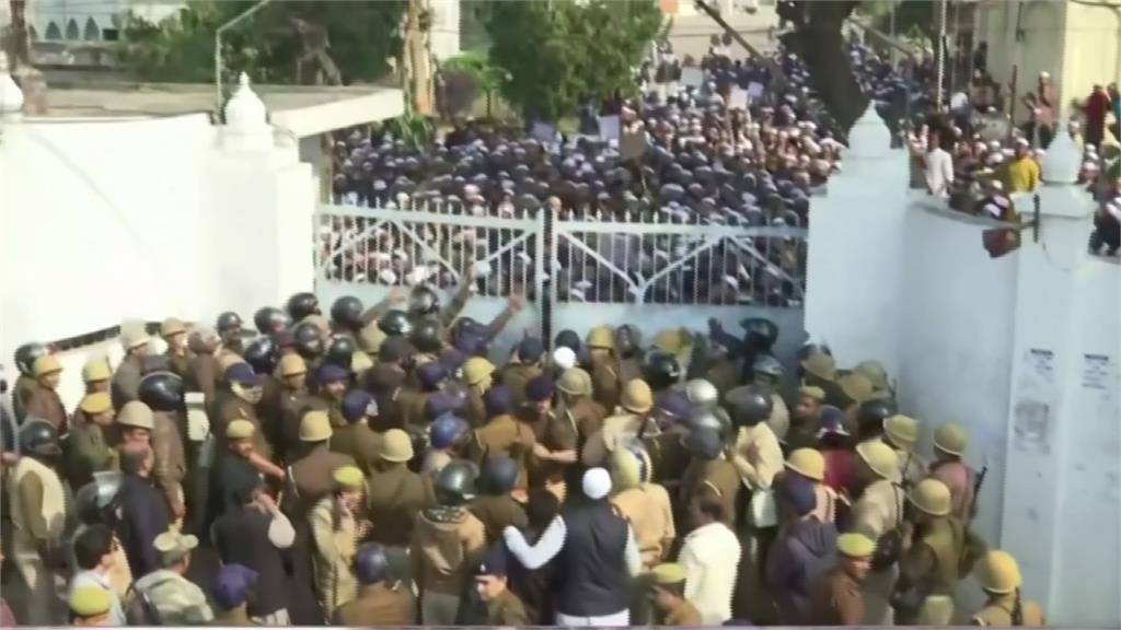 印度抗議公民法修正案 警闖大學鎮壓爆流血衝突