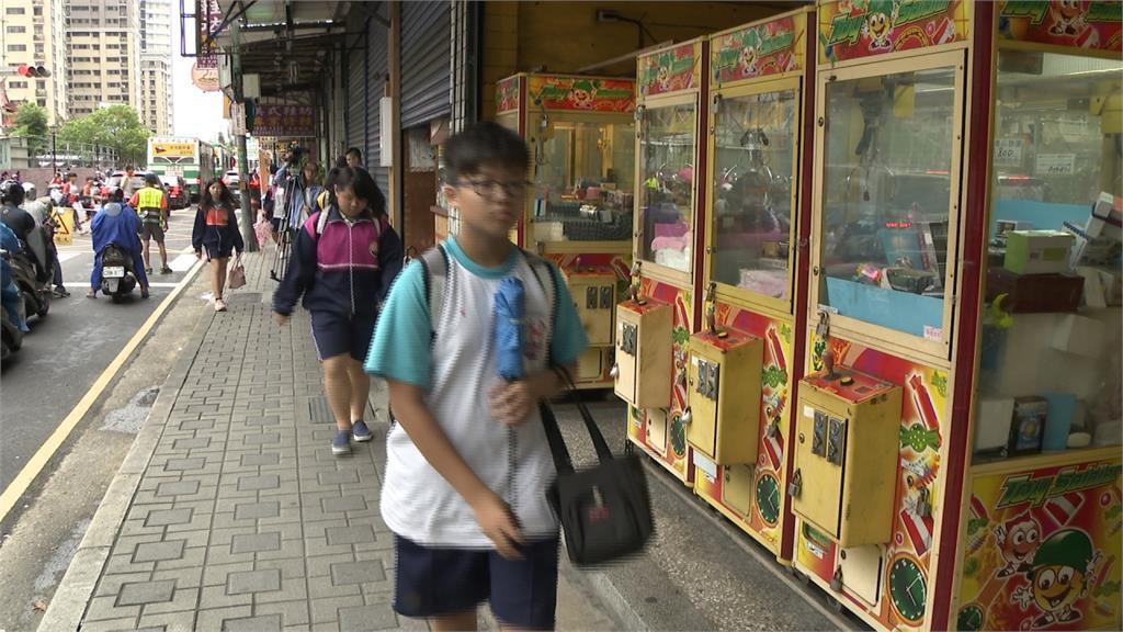 違規商品多!校園娃娃機氾濫電子菸、情趣用品