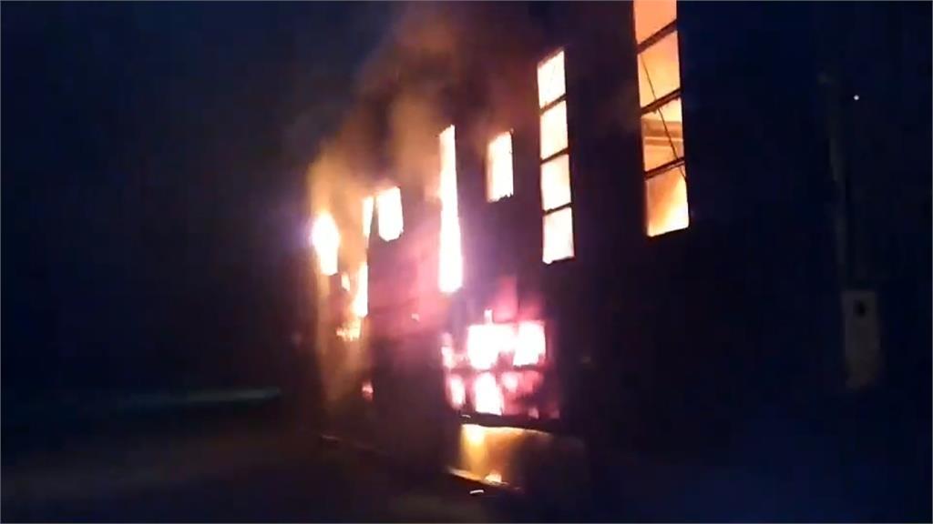 宜蘭資源回收廠延燒逾6小時 幸無人傷亡