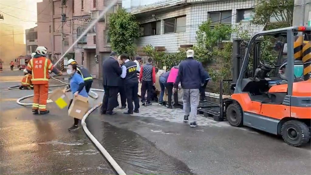 電動車工廠大火1傷 消防出動29車灌救