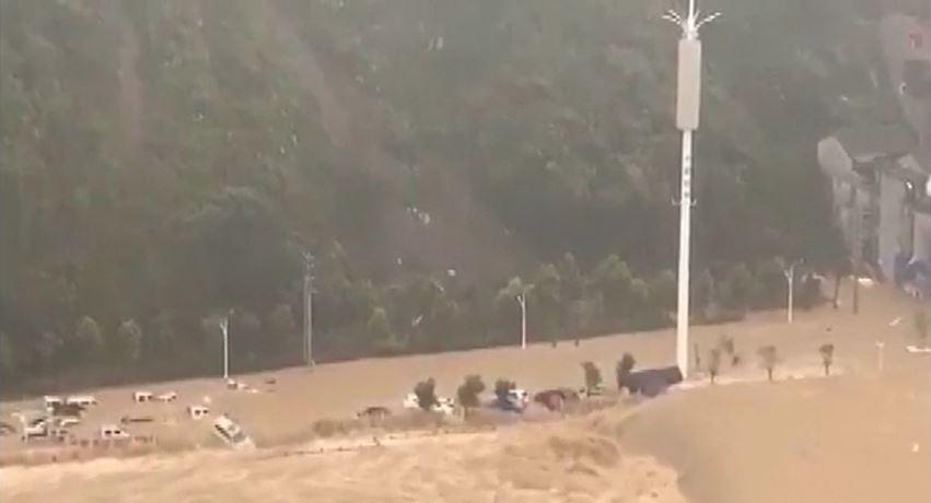 長江第三號洪峰淹沒千年古鎮磁器口 即將進入<em>三峽大壩</em>