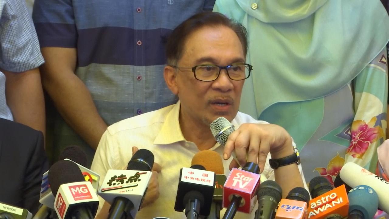 馬來西亞改革派領袖安華獲釋 群眾熱烈歡呼