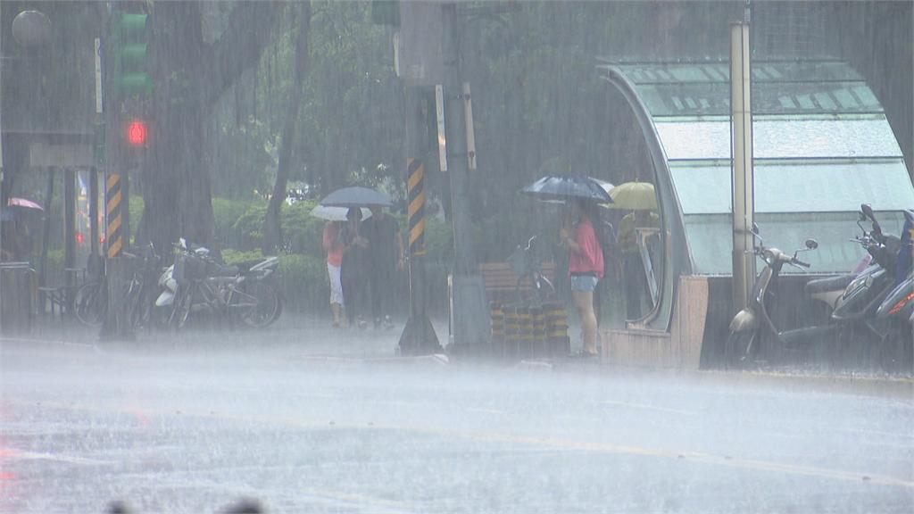 快新聞/颱風外圍環流影響再擴大 全台17縣市大雨特報