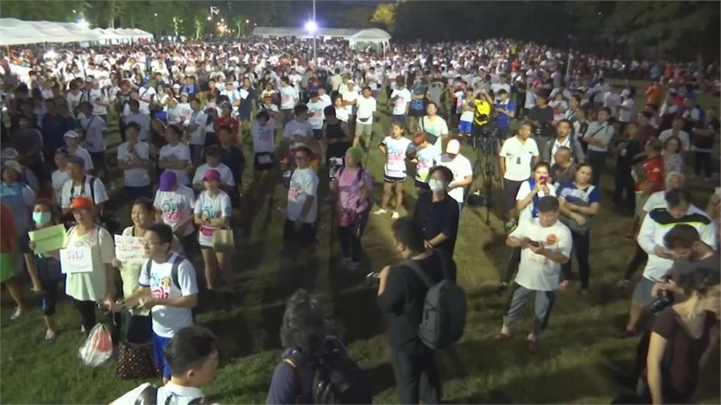 泰國新秀他納通反獨裁路跑 1萬人共襄盛舉