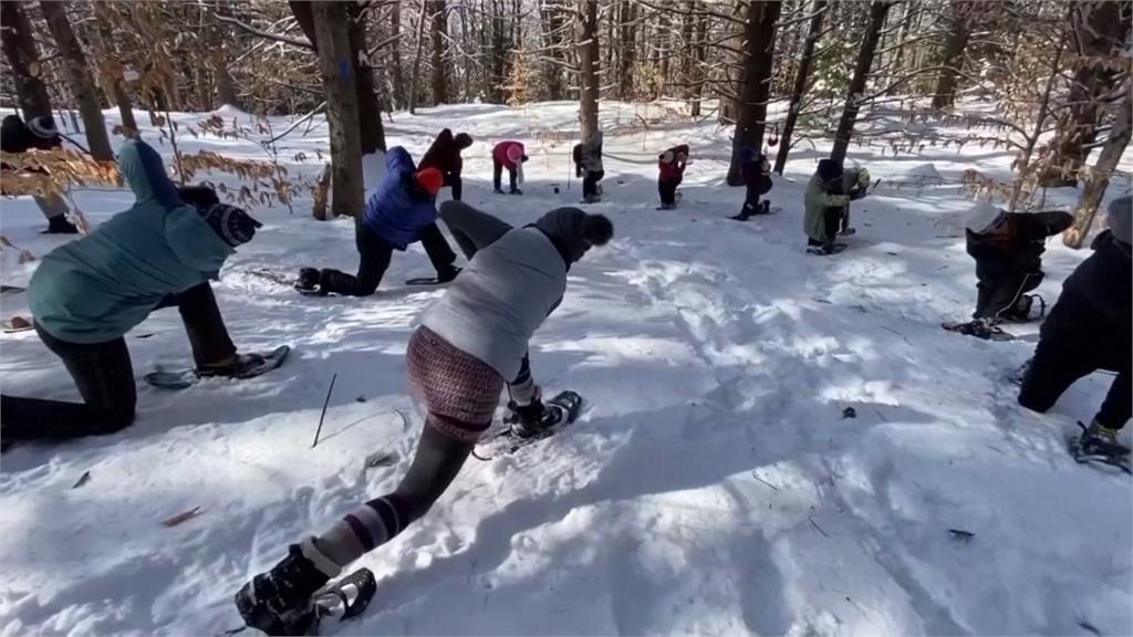 做瑜珈前先爬山!美國雪地瑜珈樹林裡感受身心靈