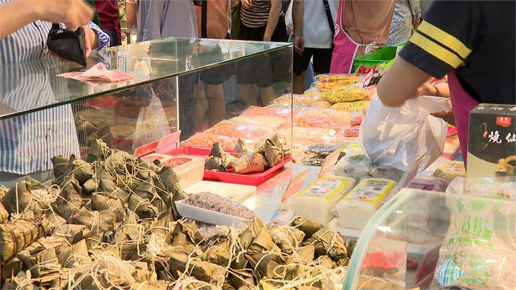 端午應景!民眾衝南門市場搶買粽子