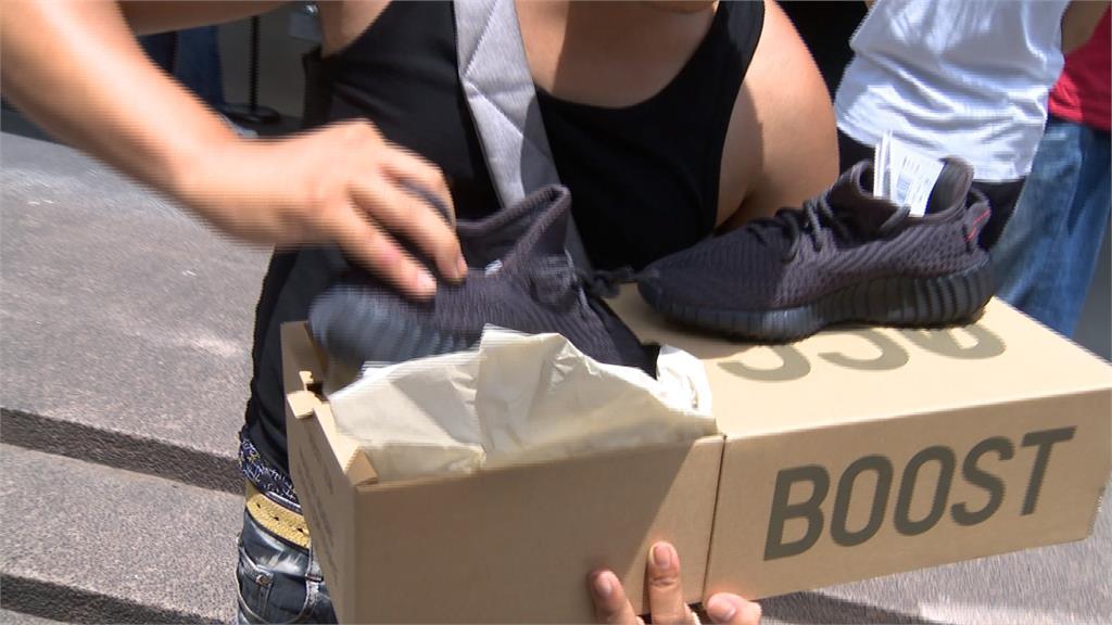 Adidas限量潮鞋開賣!粉絲排隊3天露宿街頭搶買
