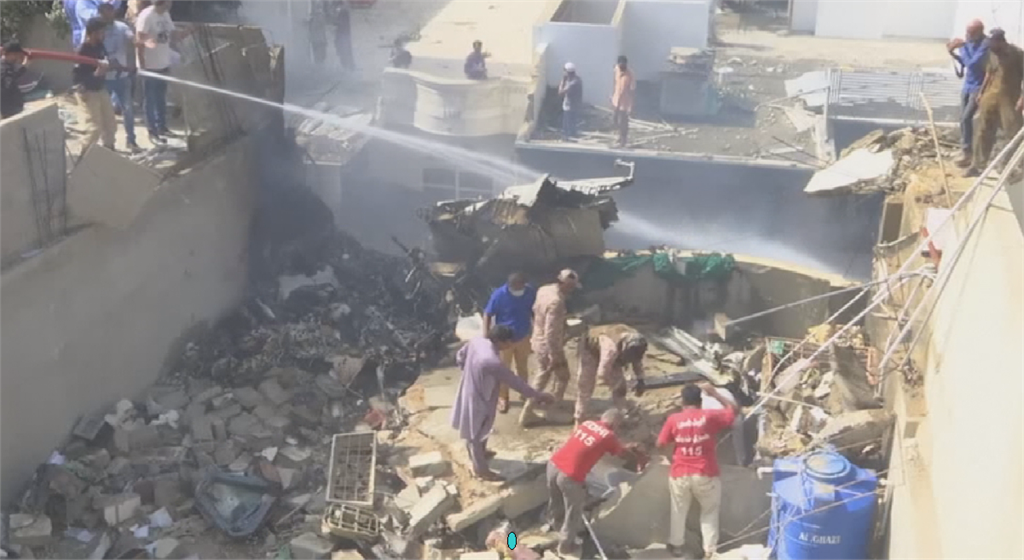 巴基斯坦復飛不到一星期 空巴墜毀第一大城住宅區