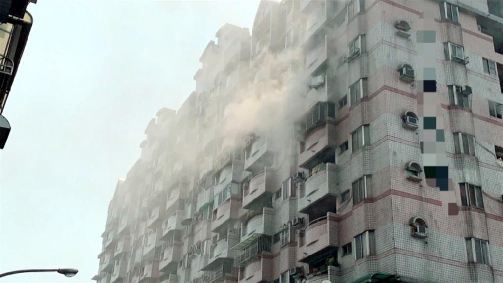 消防馳援大樓火警!疏散住戶中竟有「居家檢疫者」