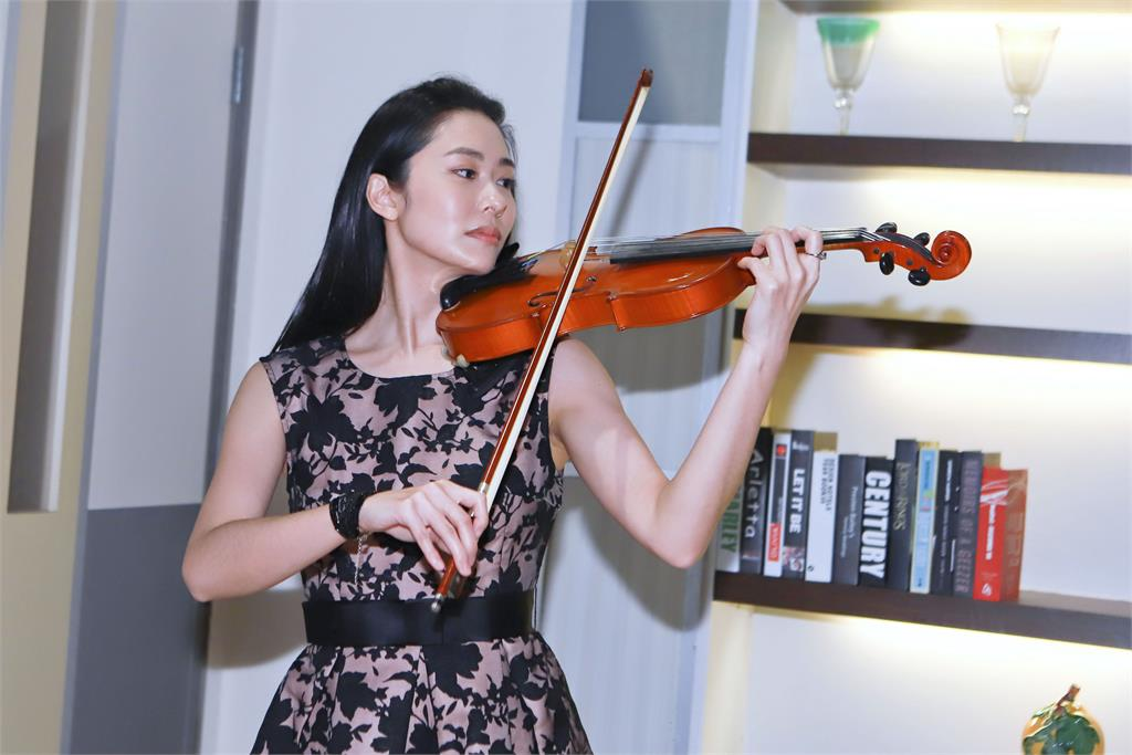曾教周杰倫拉小提琴?「J女郎」加入《多情城市》澄清:美麗的誤會