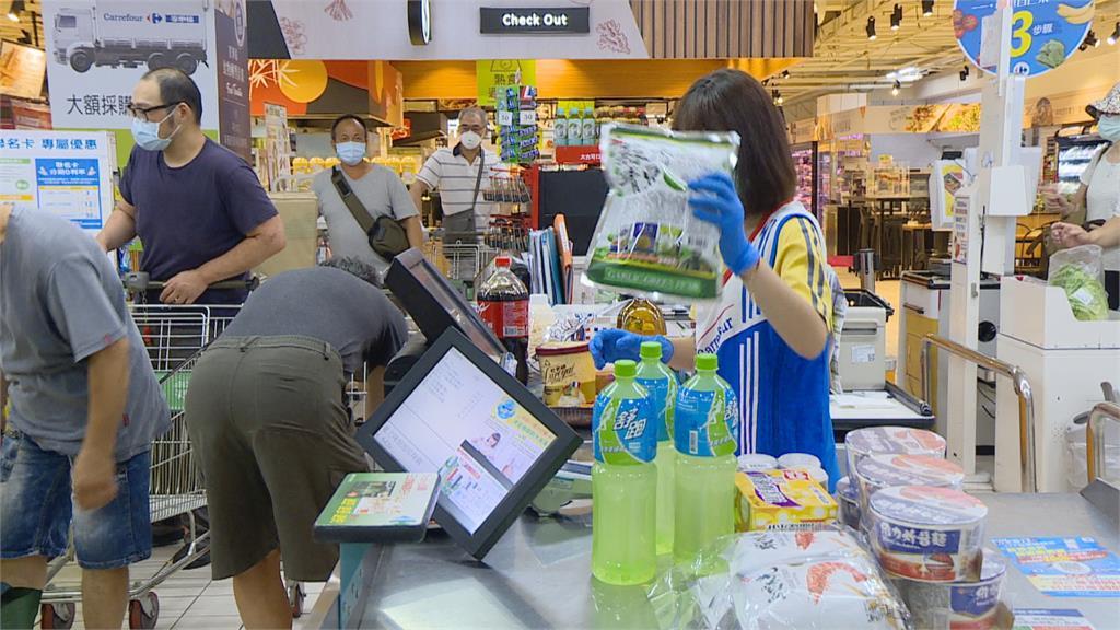抗疫狂掃貨!民眾瘋搶民生物資經部祭限購令「每人限購2件」