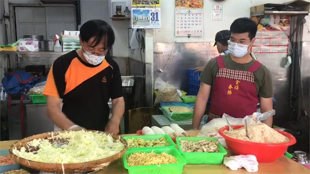 台南春捲名店 連假第一天大排長龍蔚為奇觀