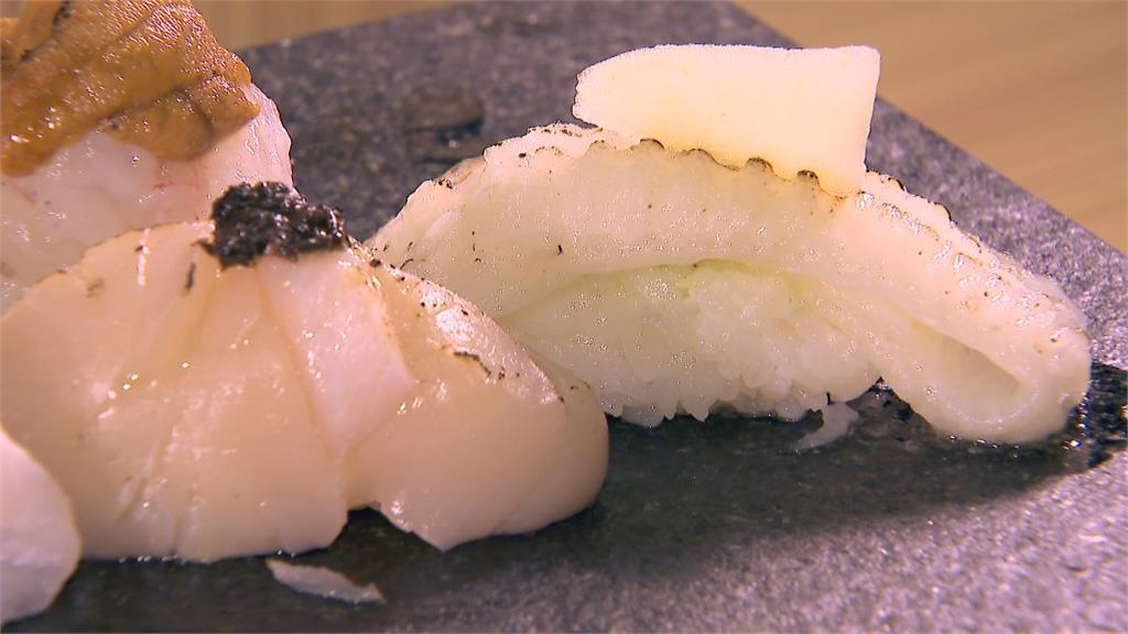 鳳梨醬點綴鮭魚壽司 酸甜平衡壽司油膩