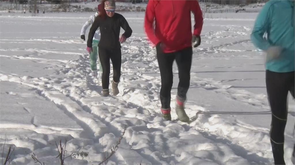 芬蘭人穿毛襪跑雪地 稱強身又按摩足部