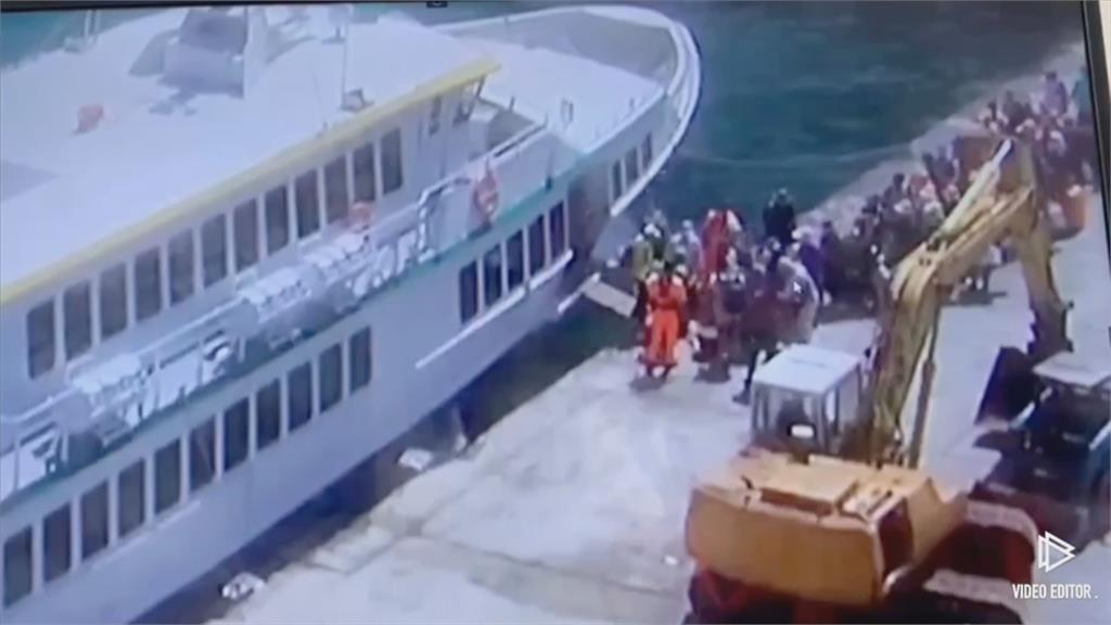 金門7旬翁失控自撞!懸空險掉池塘 蘭嶼遊客登船安檢...下秒突落海