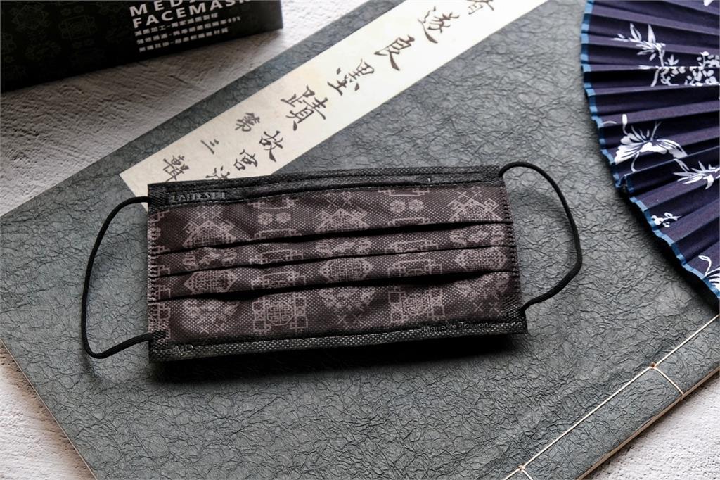 萊潔絕美古風「黑絲綢」口罩今早開放預購 1萬盒19分鐘銷售一空
