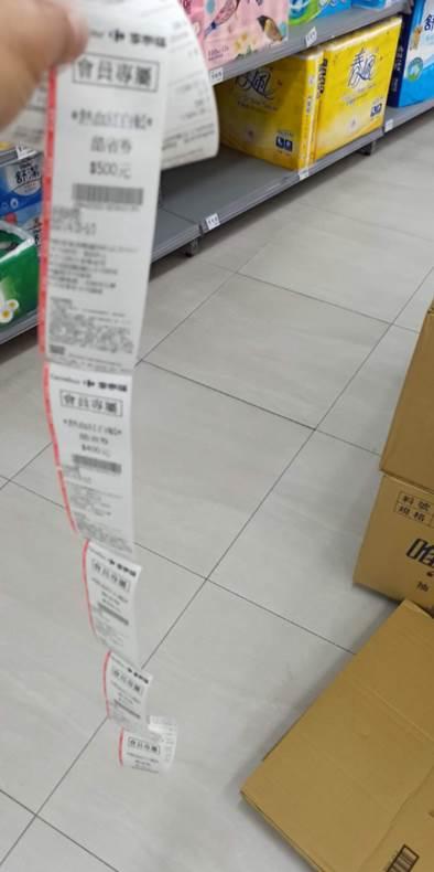 大賣場刷載具!店員仍印出「超多紙」 千人同感:超沒用