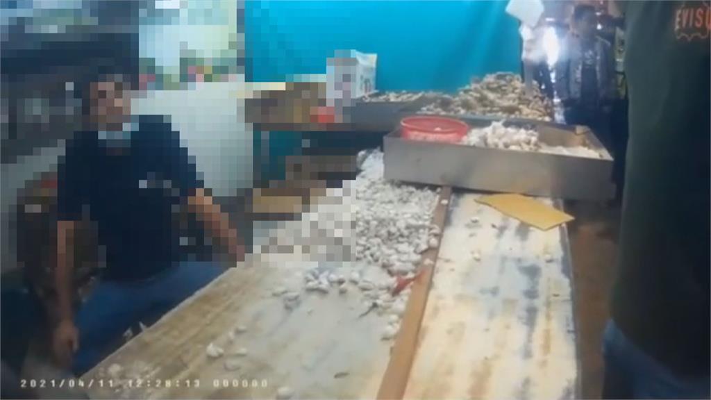 債務糾紛?台中建國市場攤商遭惡煞包圍 下秒整桌蒜頭被打翻 目擊者:疑亮空氣槍