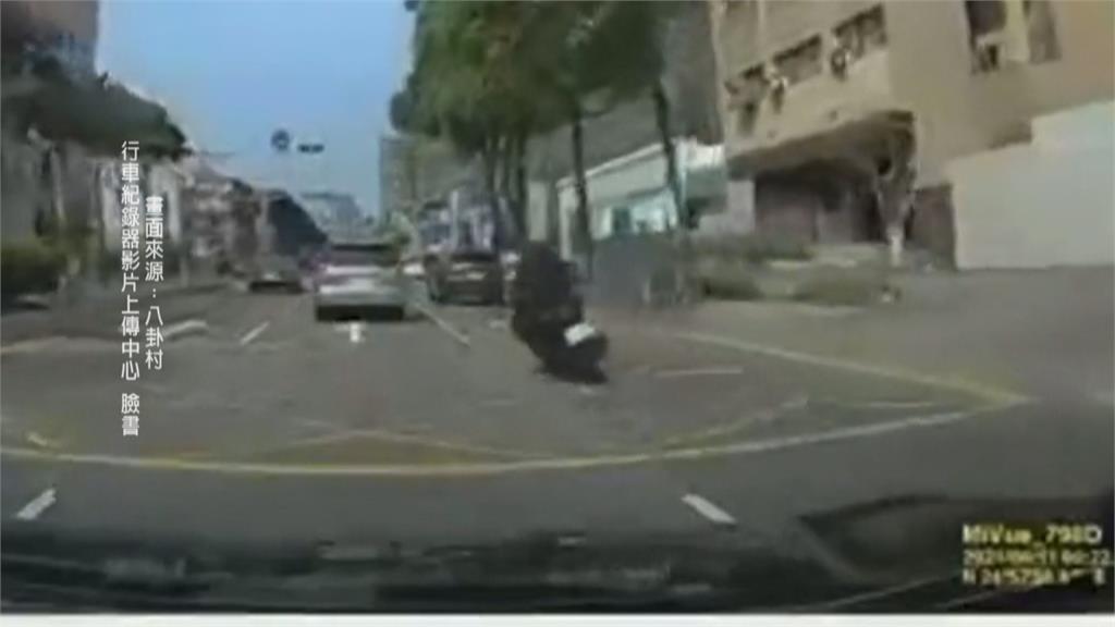 精神不濟撞車火燒車 騎士「鬼切」失控撞前車