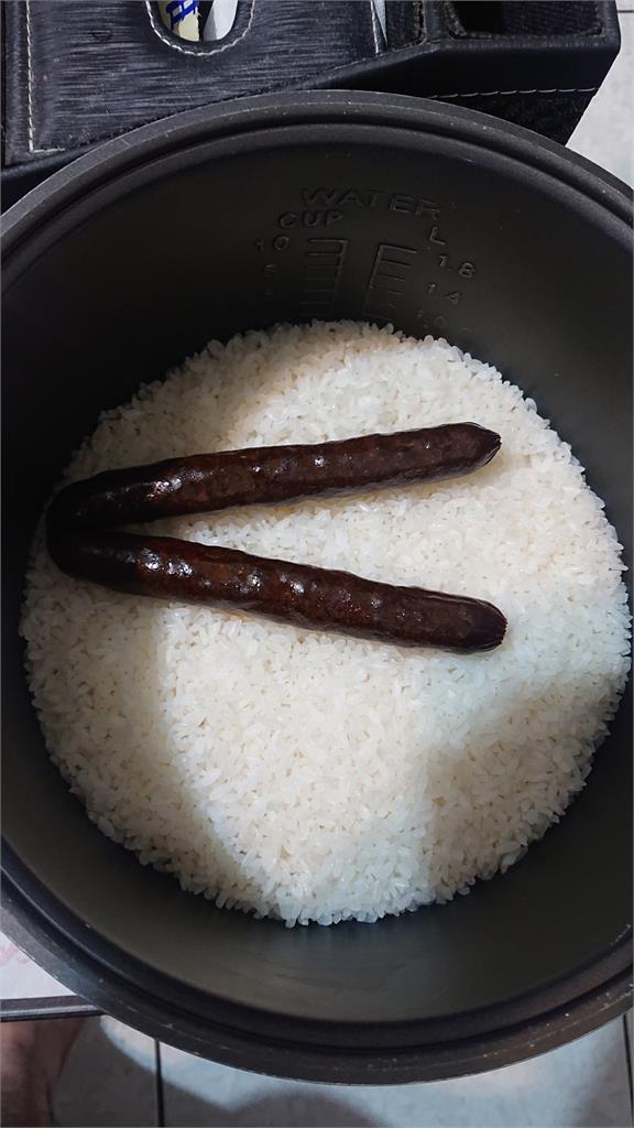 炊飯雞婆丟2條「完整棒狀物」胃口全沒!老饕急糾正:為什麼不切片?