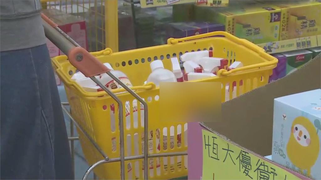 民眾搶買防疫物資 基隆各大藥局人滿為患