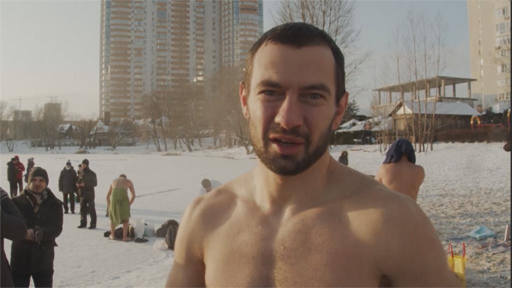 慶東正教主顯節 烏克蘭民眾零下17度冬泳祈福
